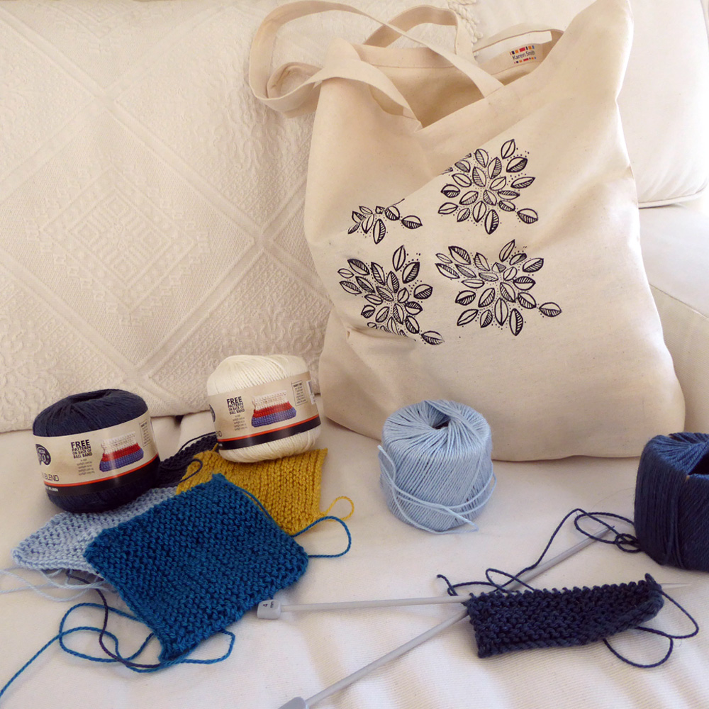 Tote bag with knitting